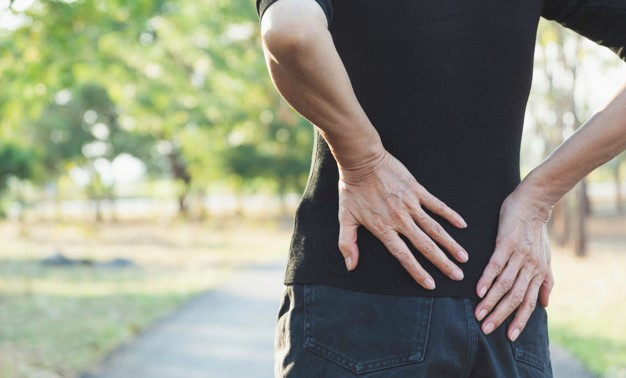 ¿Tienes dolor de espalda? El origen puede estar en tus pies
