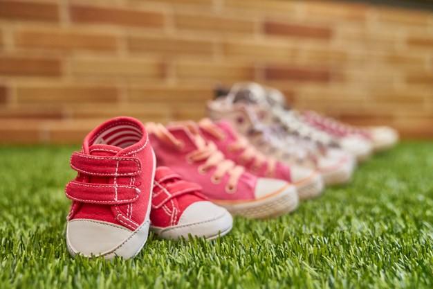 Velcro o cordones: ¿Qué zapatos son mejores para los niños?