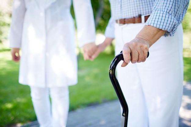 La importancia de unos pies sanos en pacientes con Alzheimer