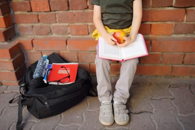 El peso de la mochila afecta a la salud de sus pies